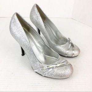 SZ 9 Deb Silver Glitter Bow Heels